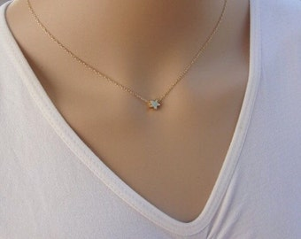 Simple chain star pendant necklace in gold or silver