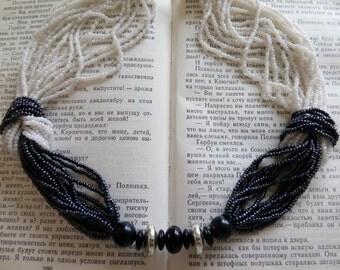 Vintage black and white Bead Necklace, Vintage Beaded Necklace, Midnight Black Beaded Necklace, vintage Jewellery