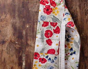 Linen apron with flowers.
