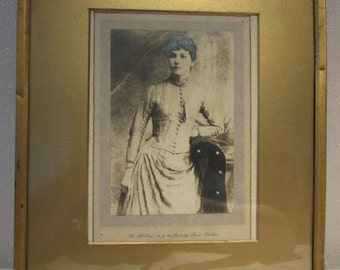 Vintage Photograph of a lady by William McCrae Dublin in vintage frame
