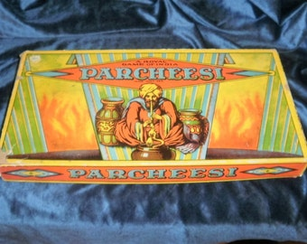 1941 Vintage antique PARCHEESE game complete with all pieces