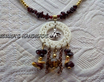 VANAR necklace with semiprecious stones