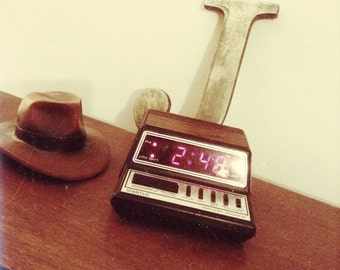 Vintage 1980's Spartus Alarm Clock  1104. In great condition. Looks awesome!