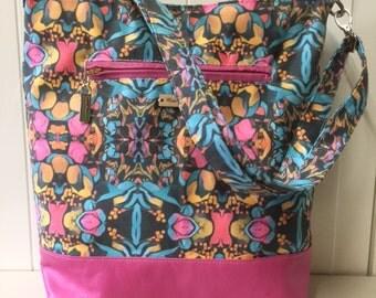 Shoulder bag, Messenger bag, leather, adjustable strap, pockets, magnetic closure