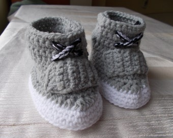 Crochet Baby Shoes, The Yeezy Boost 750, Sneakers Baby Converse Crochet, crochet baby boots, Yeezy 750 Boost, Crochet Baby Booties