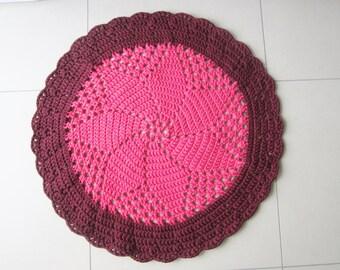 tapis chambre b b tapis au crochet tapis fuchsia et blanc. Black Bedroom Furniture Sets. Home Design Ideas