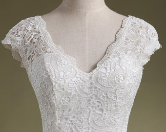 Wedding Dress Elegant in Lace and Satin.