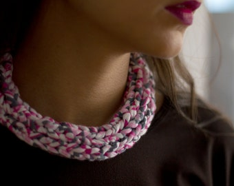 Collar knitted, jersey.