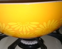 "SALE: 4 Quart Pyrex ""Orange Daisy"" Cinderella Bowl"