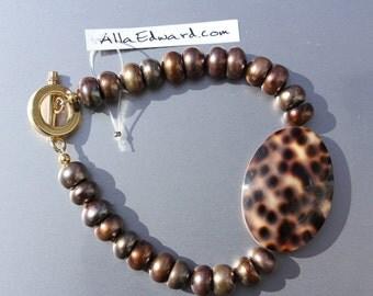 Cowrie Shell Bead Bracelet