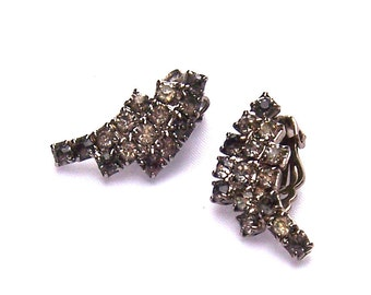 Art Deco Vintage 1950's Faux Crystal Rhinestone Silver Tone Clip on Earrings - Mid Century Mad Men Glam Glamorous Retro Chic Costume