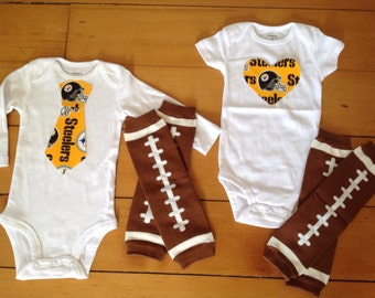 Go Pittsburgh Steelers! Onesie set for little fans. Steelers baby girl fan, steelers baby boy fan. Baby shower gift idea.