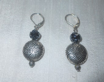 Pearl and silver metal earring