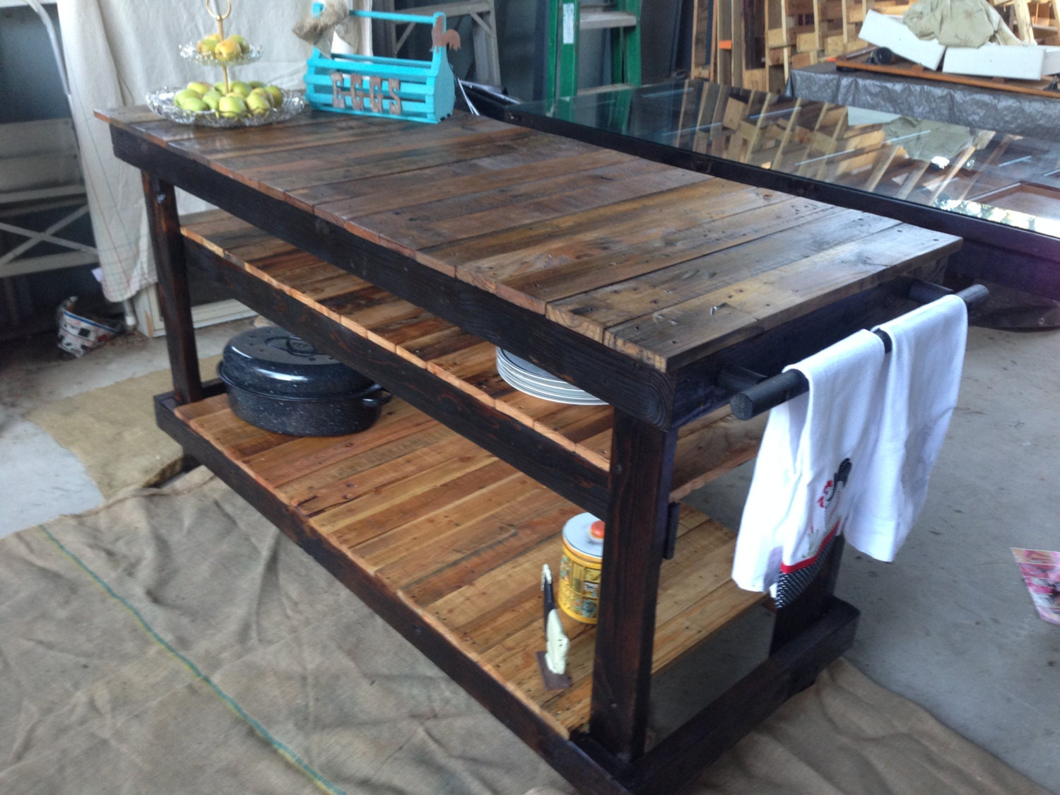 Gorgeous kitchen island made out of reclaimed pallet wood for Make a kitchen island out of pallets