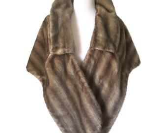 Stunning Vintage 1950's Grey Brown Faux Fur Stole, Lined with Collar