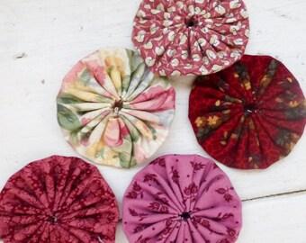 Quilting yo-yos, fabric yo-yos, floral fabric, sewing yo-yos, pink fabric yo yos,  ready to ship, handmade, cotton fabric, sewing notions