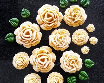 12 x Mix size Edible Icing Sugar/Gumpaste Roses with 10 Small Leaves/Cake/ Cupcake topper/Decorations/for all occations/Wedding/Anniversery
