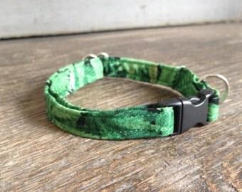Cannabis leaves cat collar