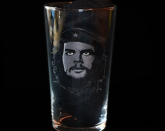 Che Guevara Hand Engraved Beer Pint Glass by JayEngrvae