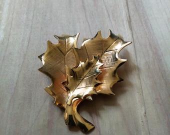 Vintage Gold Tone Oak Leaf Brooch