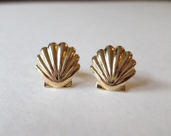 14K Yello Gold Stamped Seashell Stud Earrings