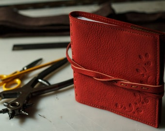 Hand made leather 2018 agenda/organizer/notebook. Hand made in Italy with first quality leather.