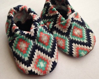 Tribal baby shoes,tribal baby booties, aztec baby shoes,baby girl booties, newborn girl booties,aztec crib shoes,aztec baby booties