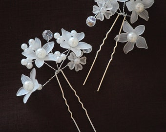 White Flowers Pearls and Crystals Hair Pin