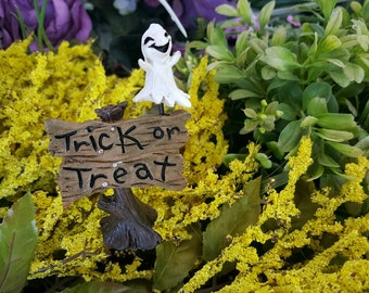 Miniature Halloween Trick or Treat sign with Friendly Ghost