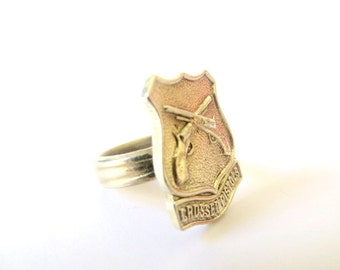 Upcycled Antique Ring. Crossed pistols