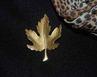 The Simple Gold Maple Leaf Brooch