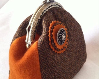 Coin purse. 100% wool