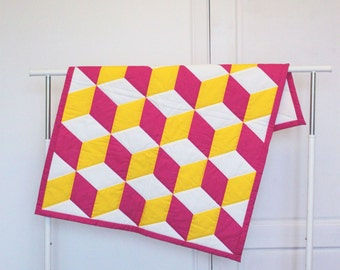 Quilted blanket 31'x39'