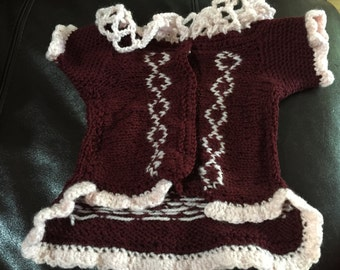 Dog's sweater with decorative ruffles