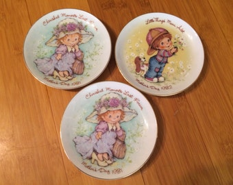 Little Things Mothers's Day Plate. Avon. Little Things Mean A Lot, 1981 and Cherish Moments Last Forever, 1982. Made in Japan.