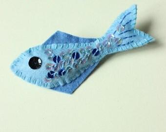 Little felt fish brooch