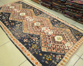 Vintage kilim rug. Handmade Turkish kilim. RUG. Free shipping. 8.1 x 3.9 feet. (2.47 x 1.20 cm)