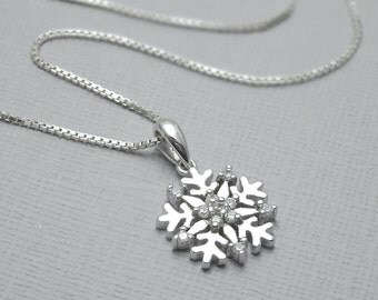Snowflake Necklace, Sterling Silver Snowflake, Winter Wedding Necklace, Bridesmaid Necklace, Snowflake, Gift for Her, Flower Girl Gift