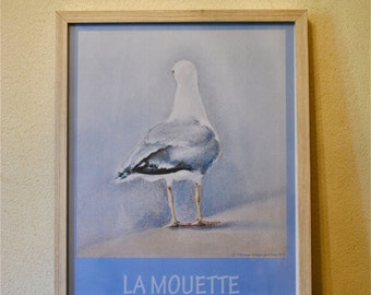 Seagull post and his wooden white frame.
