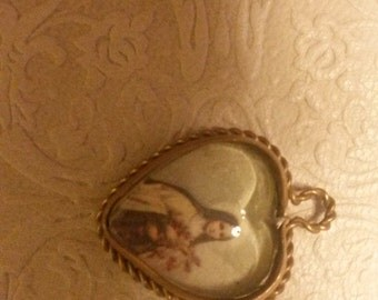 Reliquary Pendant heart shaped locket with gold coloured metal tightener