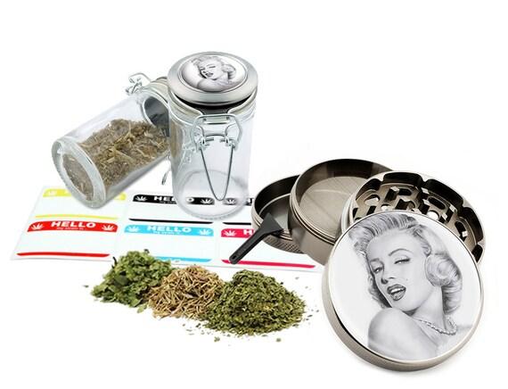 "Marilyn Monroe - 2.5"" Zinc Alloy Grinder & 75ml Locking Top Glass Jar Combo Gift Set Item # 50G012516-14"