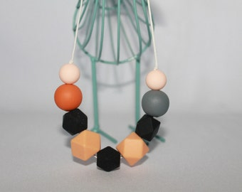 Silicon geometric and round necklaces
