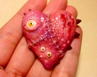Horror heart magnet, Oddity/creepy art.