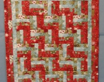Christmas Picket Fence Wall Hanging Quilt