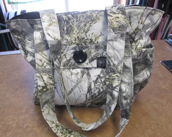 bag has hand, Tote, purse strap a shoulder with double flap clutch