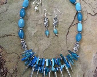 Fun spikey multi color blue necklace