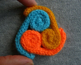 Hand knitted triskelion brooch /// celtic knitted brooch ///  bright colours triskelion brooch //  triskelion brooch //