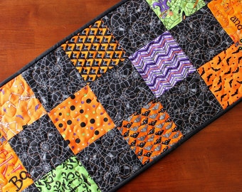 Halloween Table Runner, Halloween Centerpiece, Black and Orange Decor, Quilted Table Runner, Halloween Decoration, Quilted, Handmade, Moda