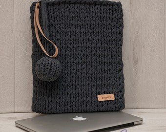 Gray hand knitted Macbook Pro 13 inch sleeve, laptop bag, Macbook Pro 13 bag with leather trimmings