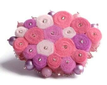 Brooch of felt pink, brooch made of felt, textile brooch, the brooch made of fabric, pink felt brooch, brooch made of felt